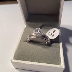 New In Box Womens Engagement Ring Set